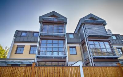 Fensterfront der neuen Wohnhausanlage in Waidhofen an der Ybbs.