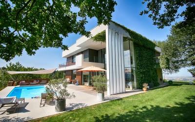 Modernes Einfamilienhaus in Biberbach mit Pool
