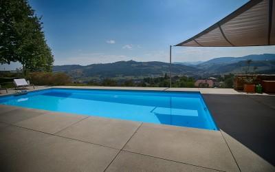 Pool eines Einfamilienhauses in Biberbach